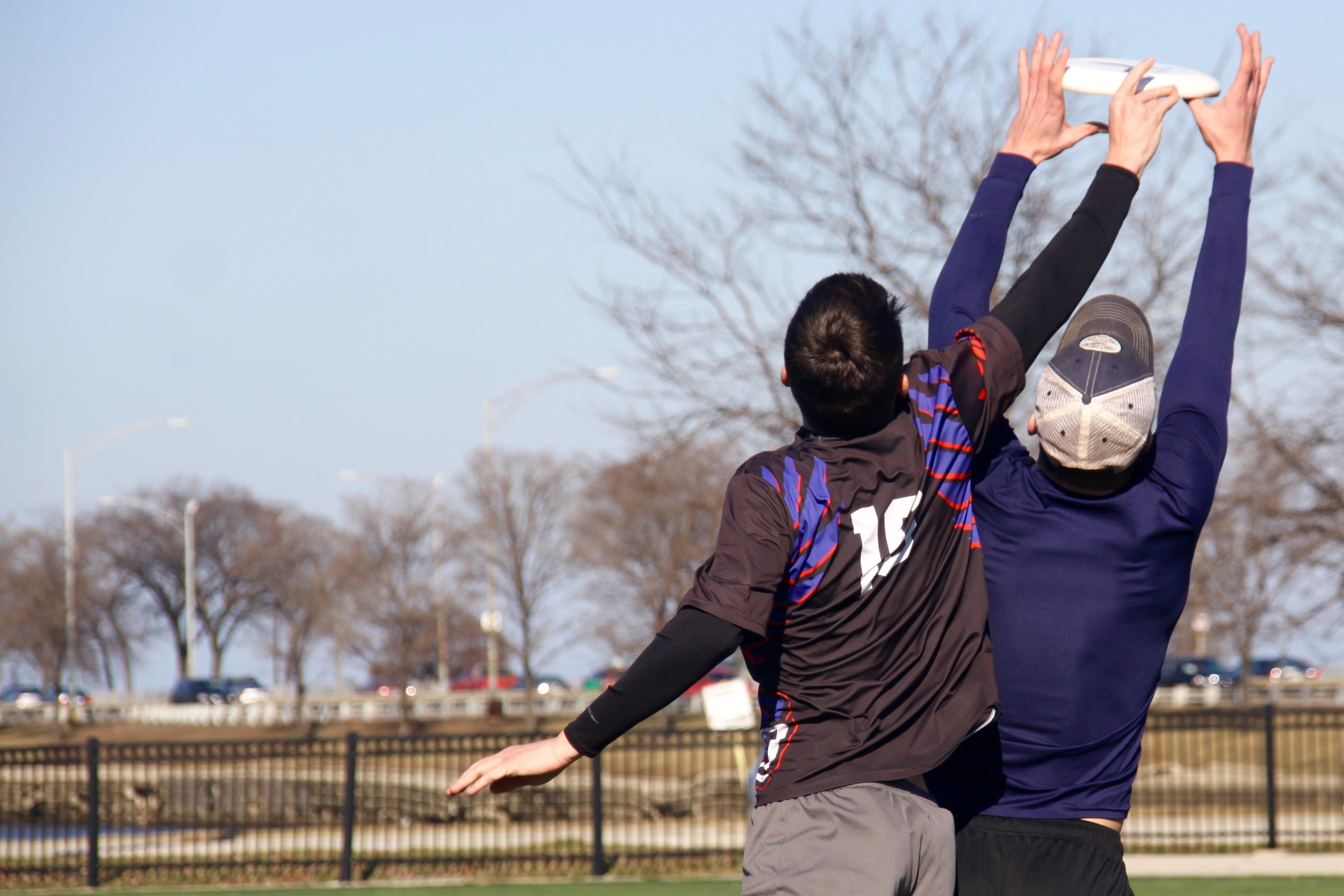 Jake Dremann attempts to out jump Mike Prasauskas during a one-on-one drill at a DePaul Ultimate Club practice on Jan. 21, 2017. (Photo/Ben Rains)