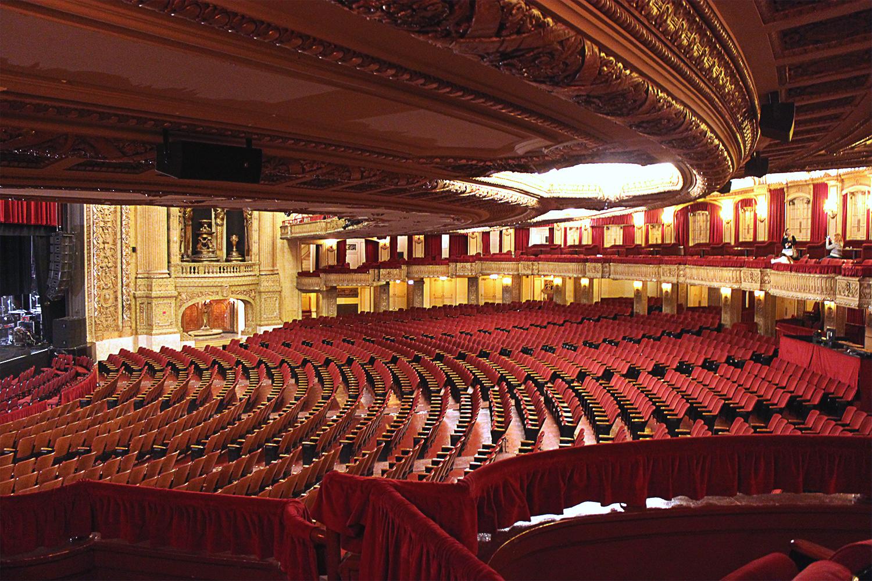 2-ChicagoTheaterMezzanine
