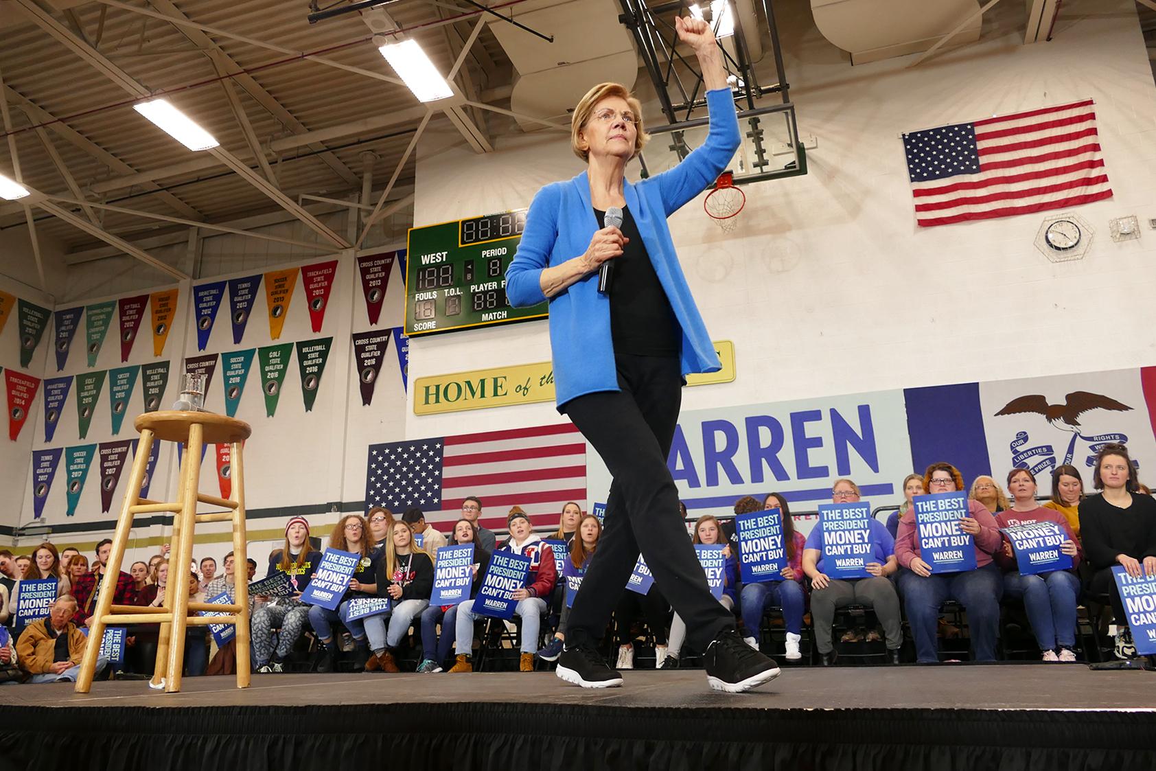 Warren speaking to crowd. (Marissa Nelson, 14 East)