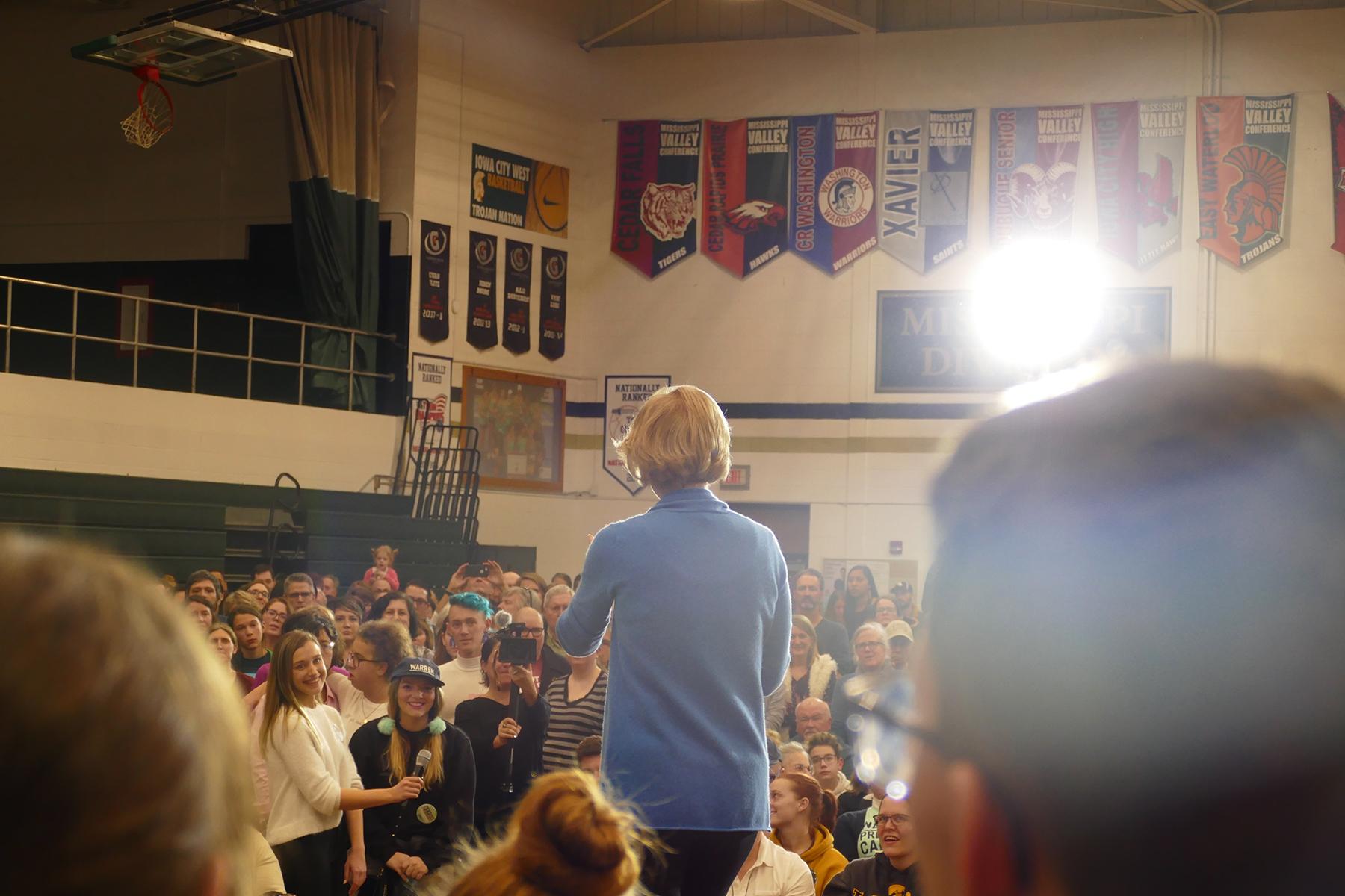 Warren answering voter questions. (Marissa Nelson, 14 East)